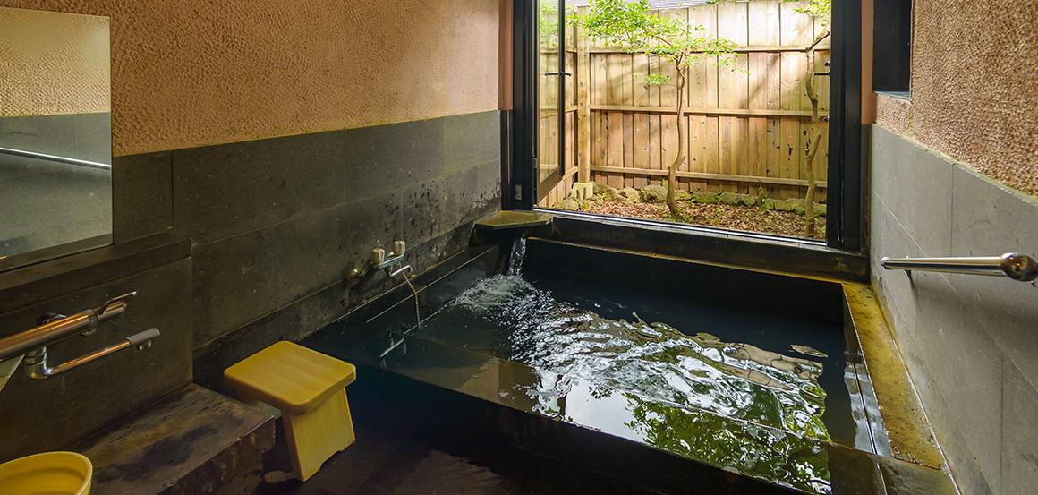 客室にある天然温泉